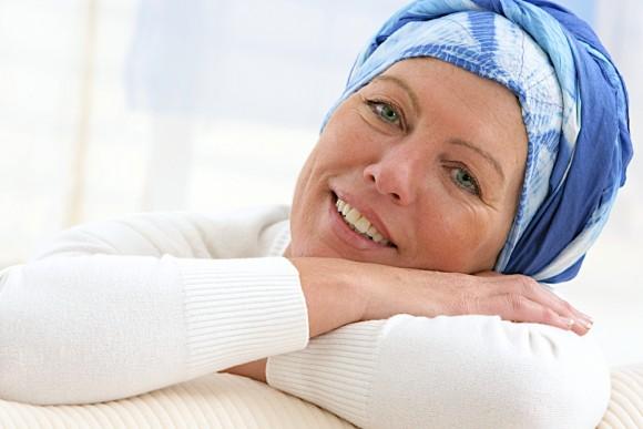 Femme âgée foulard